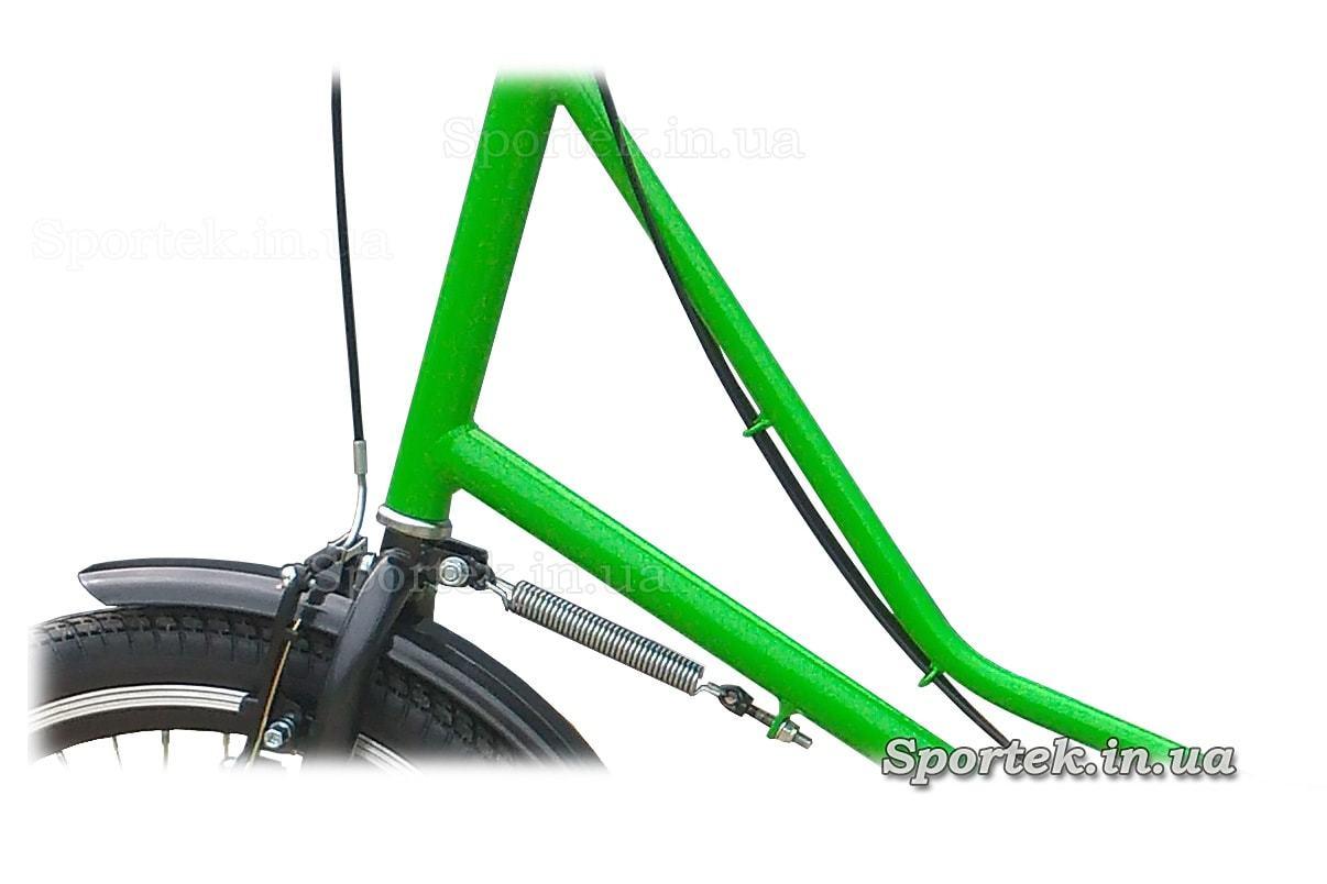 Доводчик керма на триколісних велосипедах серії 'Міський з кошиком'