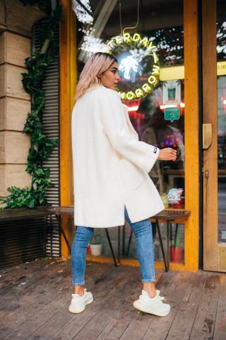 Белое пальто из ангоры купить