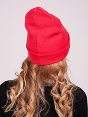 Красная зимняя шапочка бини