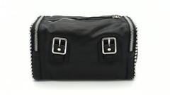 Черная кожаная сумка с эффектной фурнитурой
