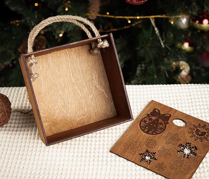 BOX202-2 Коричневая коробка из дерева со снежинками (17*17*10 см) фото 04