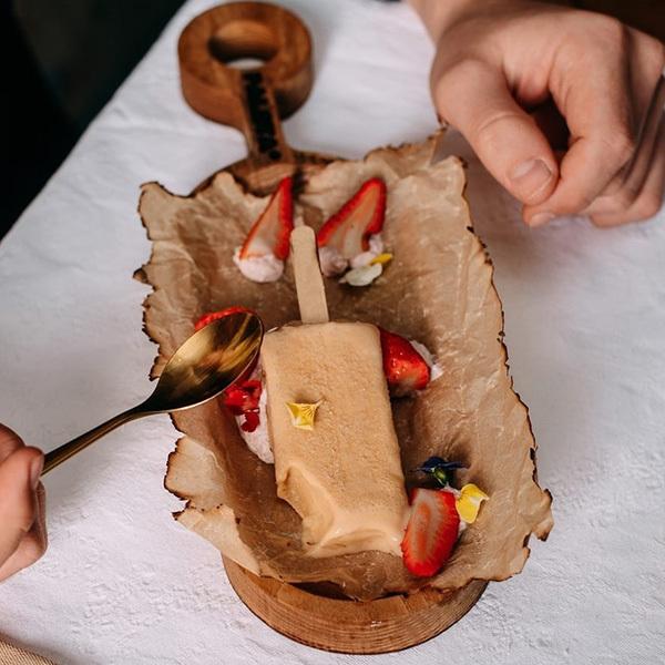 Фотография Мороженое молочное *Клубничный чизкейк с белым шоколадом* / 70 гр купить в магазине Афлора