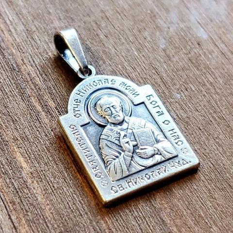 Нательная именная икона святой Николай Чудотворец с серебрением кулон медальон с молитвой