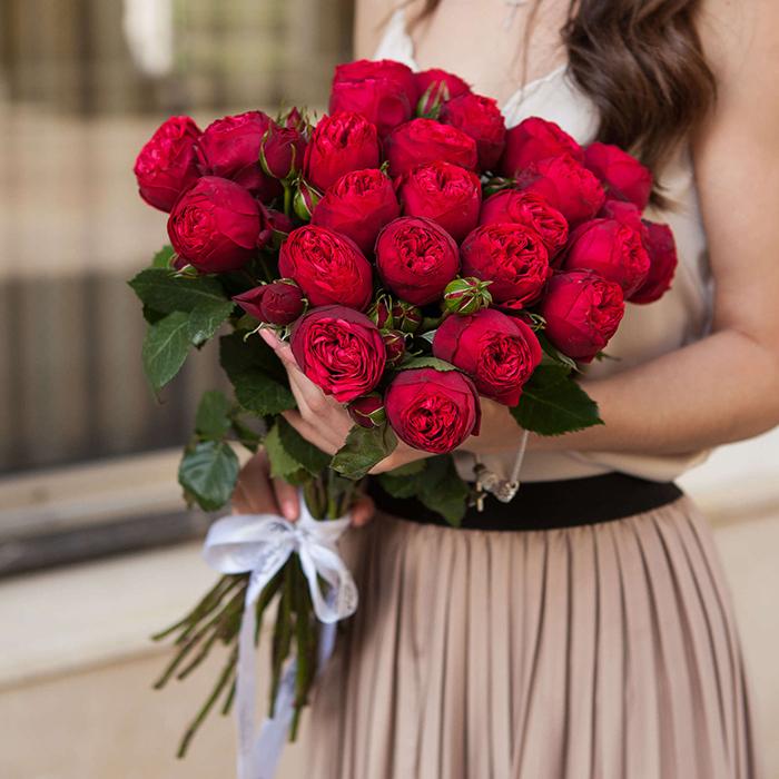 Купить букет 25 кустовая пионовидная красная роза Ред Пиано в Перми