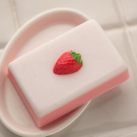Форма прямоугольная для мыла с клубникой