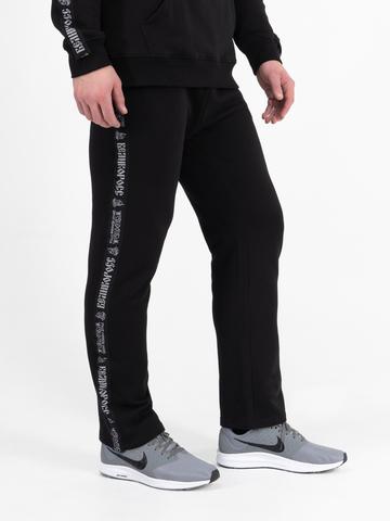 Спортивные штаны  чёрного цвета с лампасами, без манжета