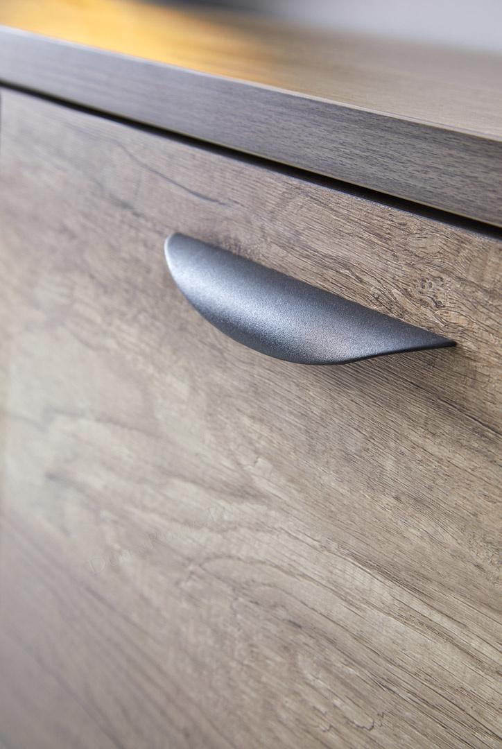 Черная металлическая ручка буфета