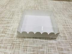 Коробка 12х12х3 см, картон, с прозрачной крышкой и ажурным краем,