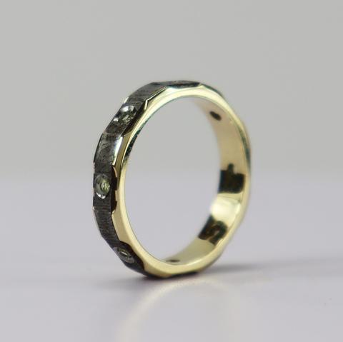 Золотое кольцо из метеорита Сеймчан с оливинами