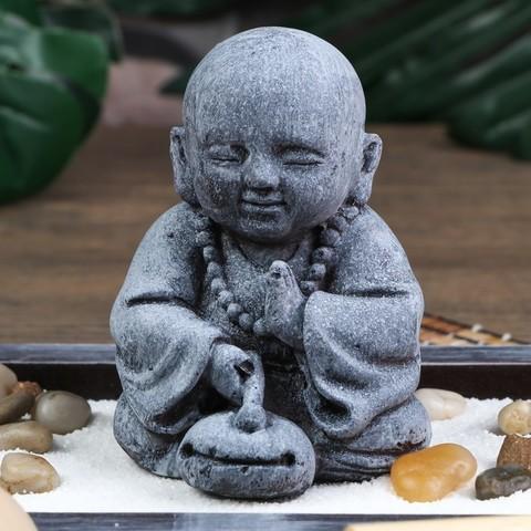 Сад Дзен Маленький Будда в саду, песок белый