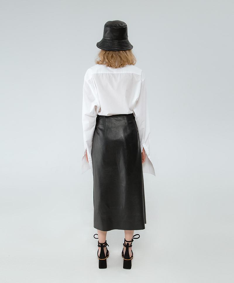 Черная кожаная юбка с плиссировкой
