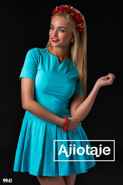 Голубое платье с юбкой в складочку