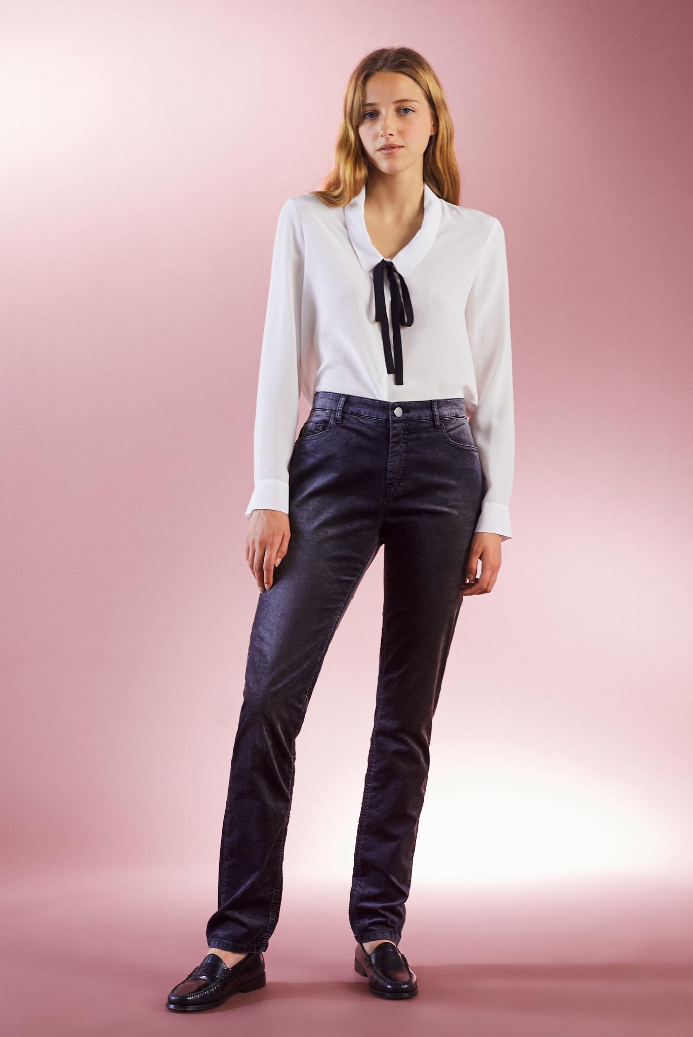 Прямые джинсы с эффектом потертости