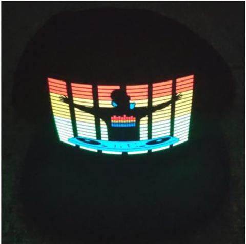Бейсболка со светящимся эквалайзером