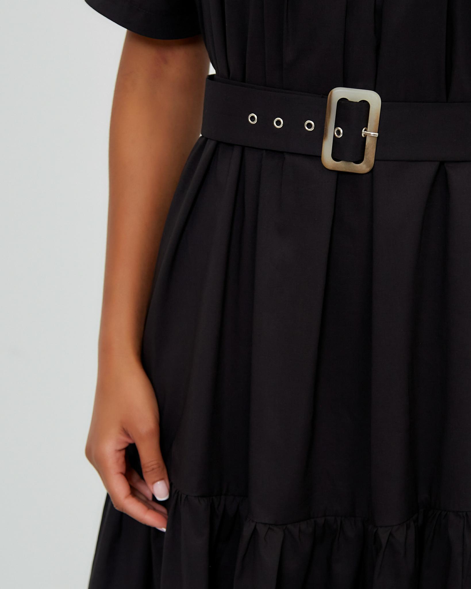 Свободное платье с поясом в черном цвете