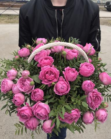 Пионовидные розы в корзине #11754
