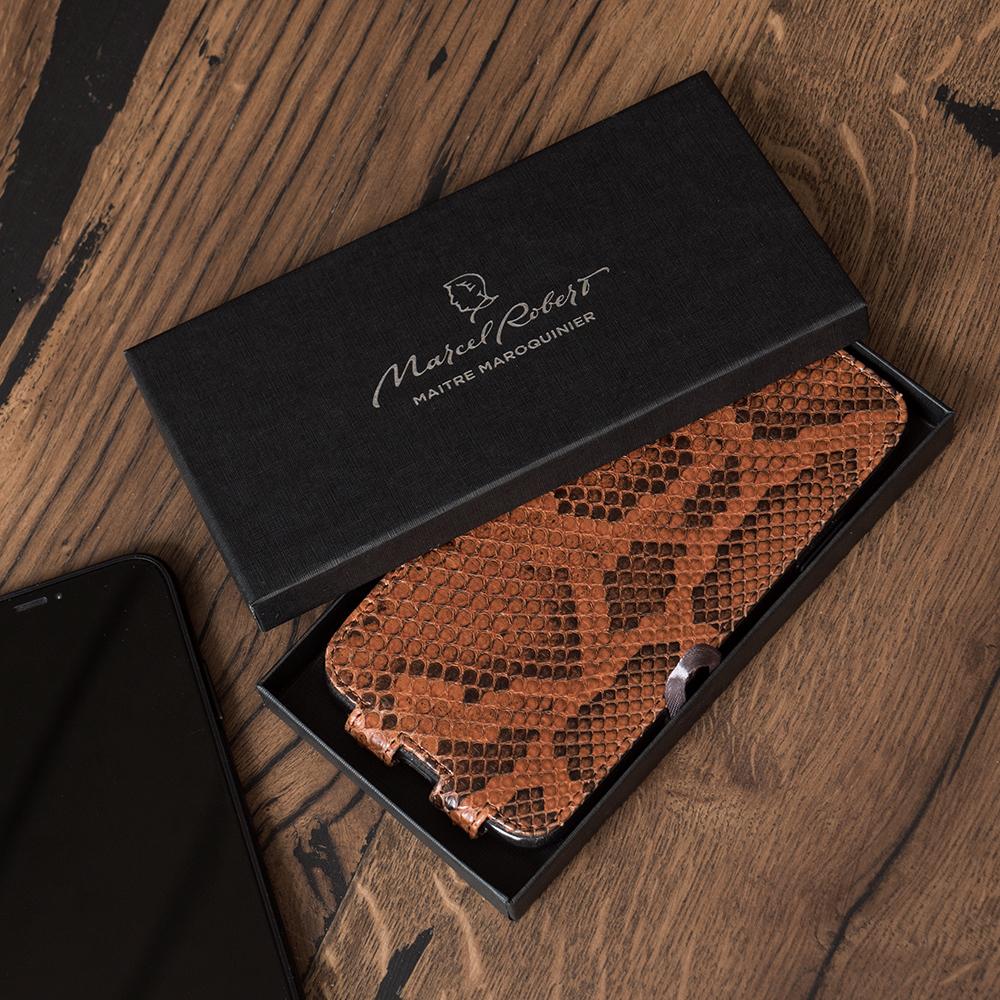 Чехол для iPhone SE/8 из натуральной кожи питона, цвета коньяк