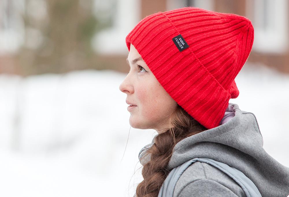 шапка вязаная красная