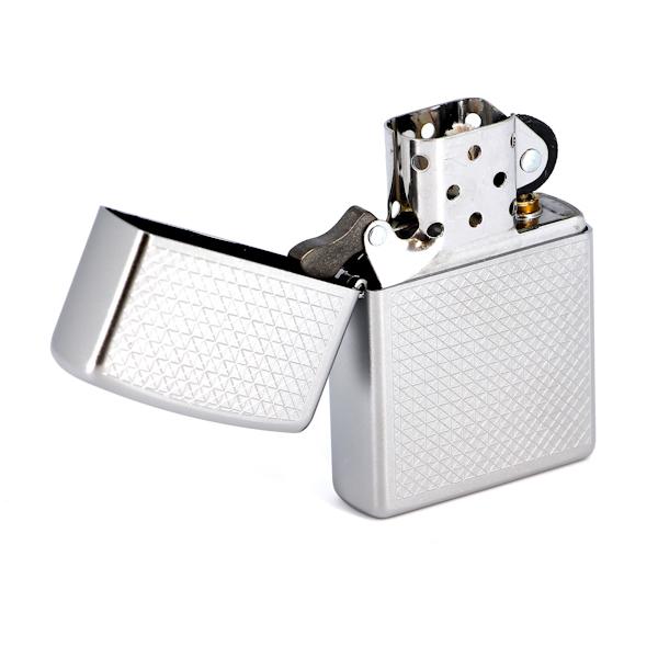 Зажигалка Zippo Diamond plate с покрытием Satin Chrome, латунь/сталь, серебристая, матовая