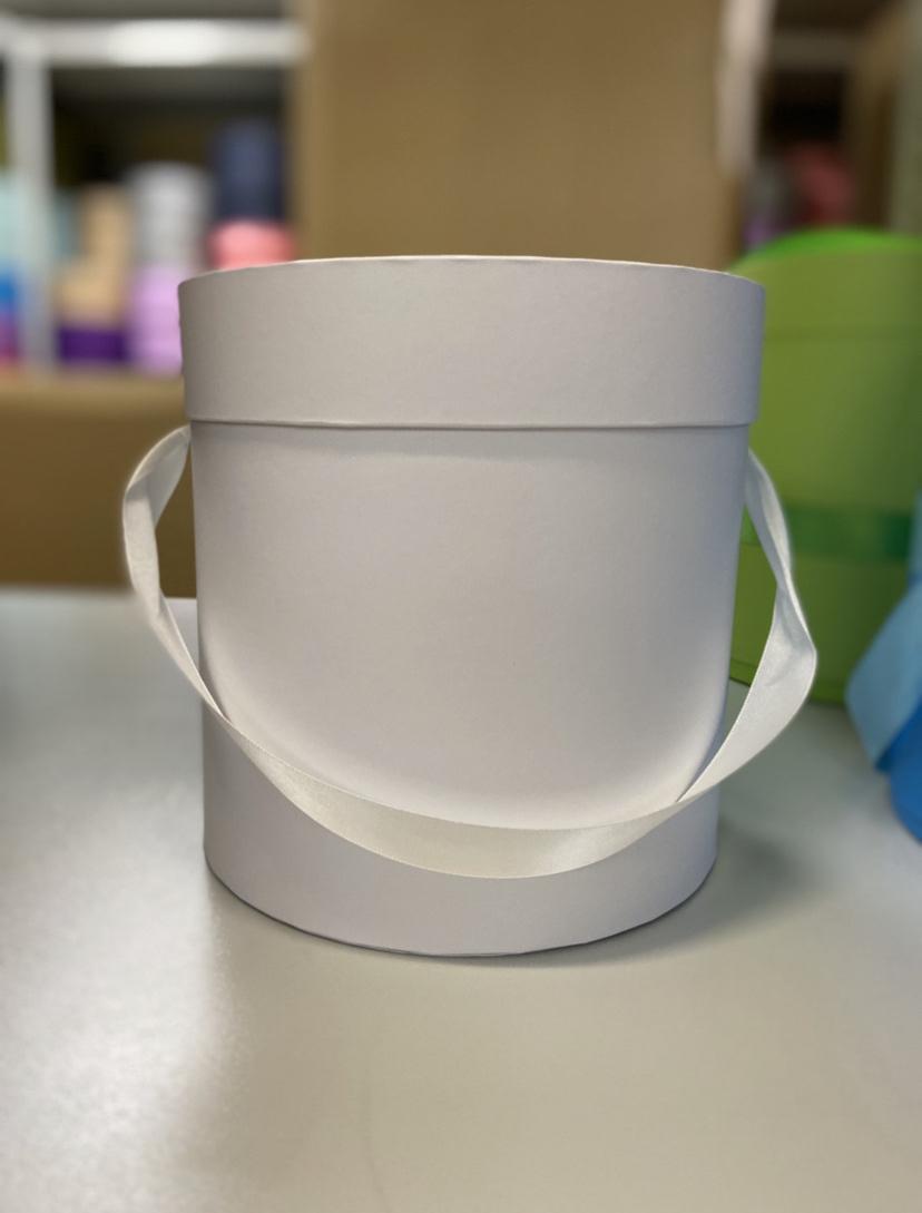 Шляпная коробка эконом вариант 22,5 см Цвет: Белая . Розница 400 рублей .
