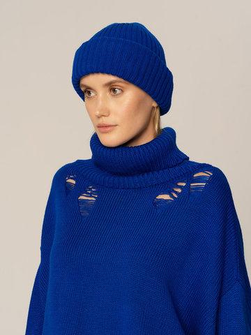 Женский комплект из свитера и шапки синего цвета - фото 4