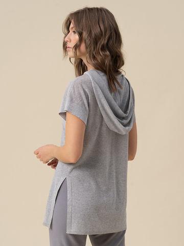 Женский джемпер серебряного цвета с капюшоном - фото 3