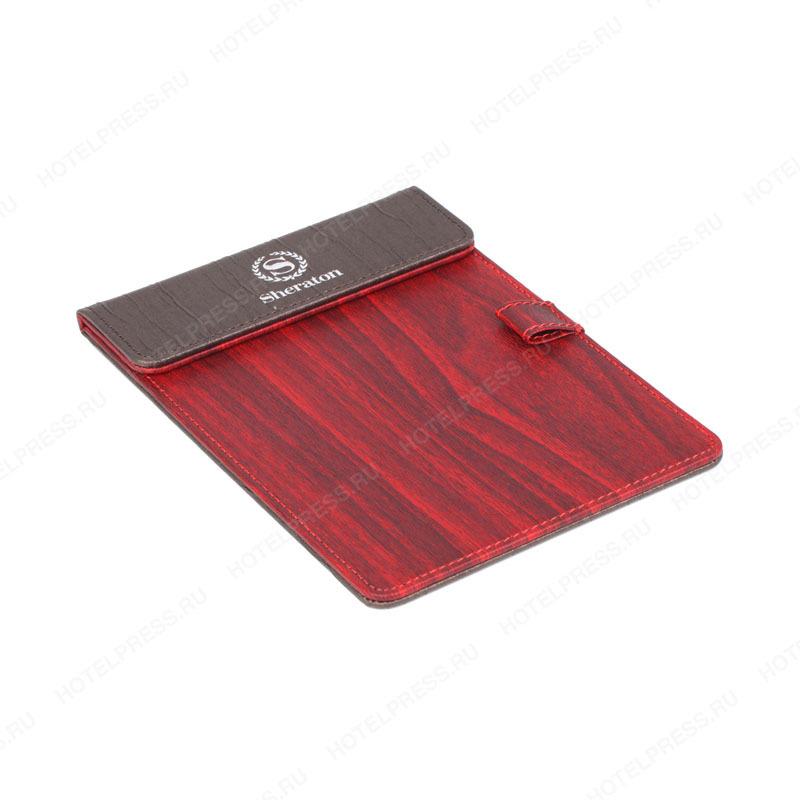 Набор кофейного цвета со вставками из красного дерева