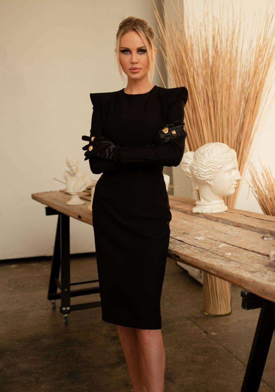 Платье из  плотного черного трикотажа миди