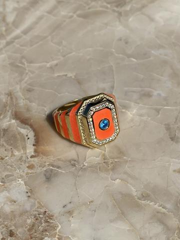 Кольцо-печатка из позолоченного серебра с оранжевой эмалью и голубым цирконом