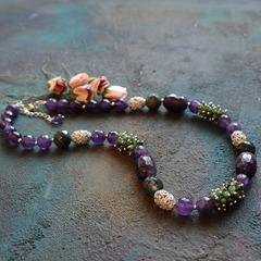 Ожерелье бусы  из натурального аметиста и цоизита