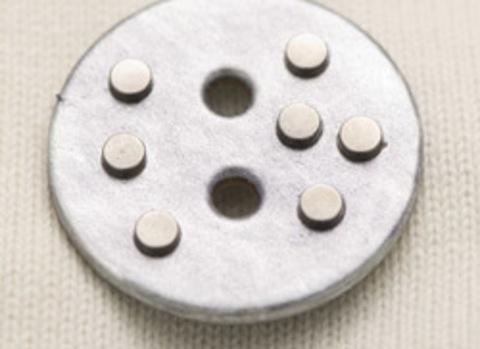Пуговица кожаная с металлическими клёпками, серебристая, 55 мм