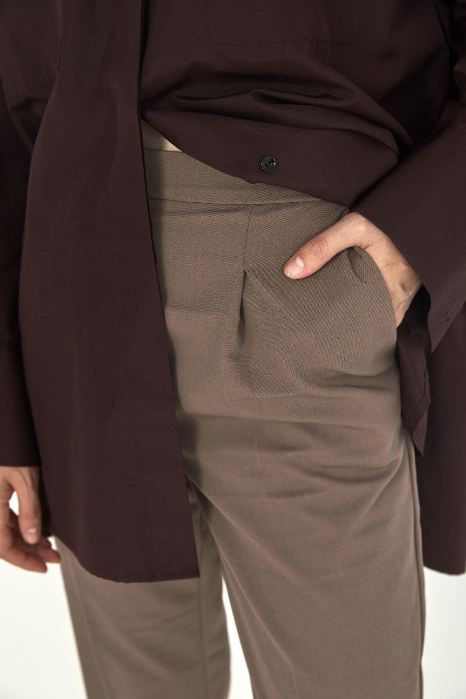 Брюки-дудочки с защипами (костюмный твил), кофейный
