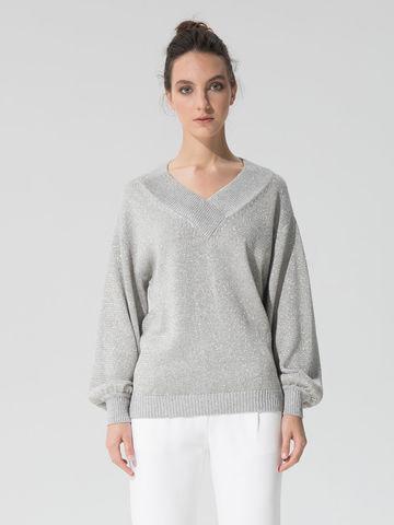 Женский джемпер светло-серого цвета с объемным рукавом - фото 2