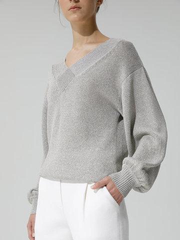 Женский джемпер светло-серого цвета с объемным рукавом - фото 3