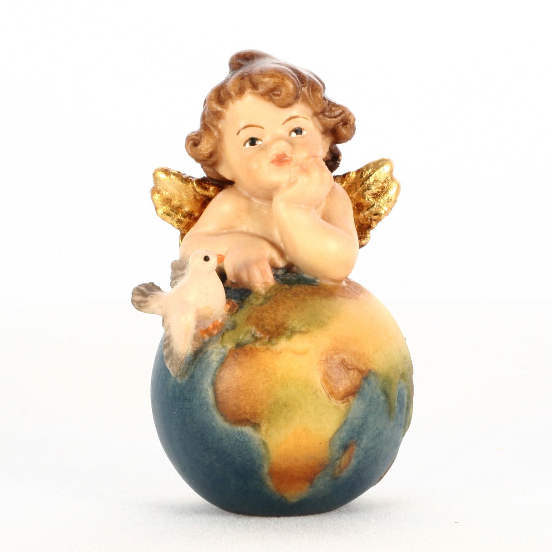 Ангел на глобусе