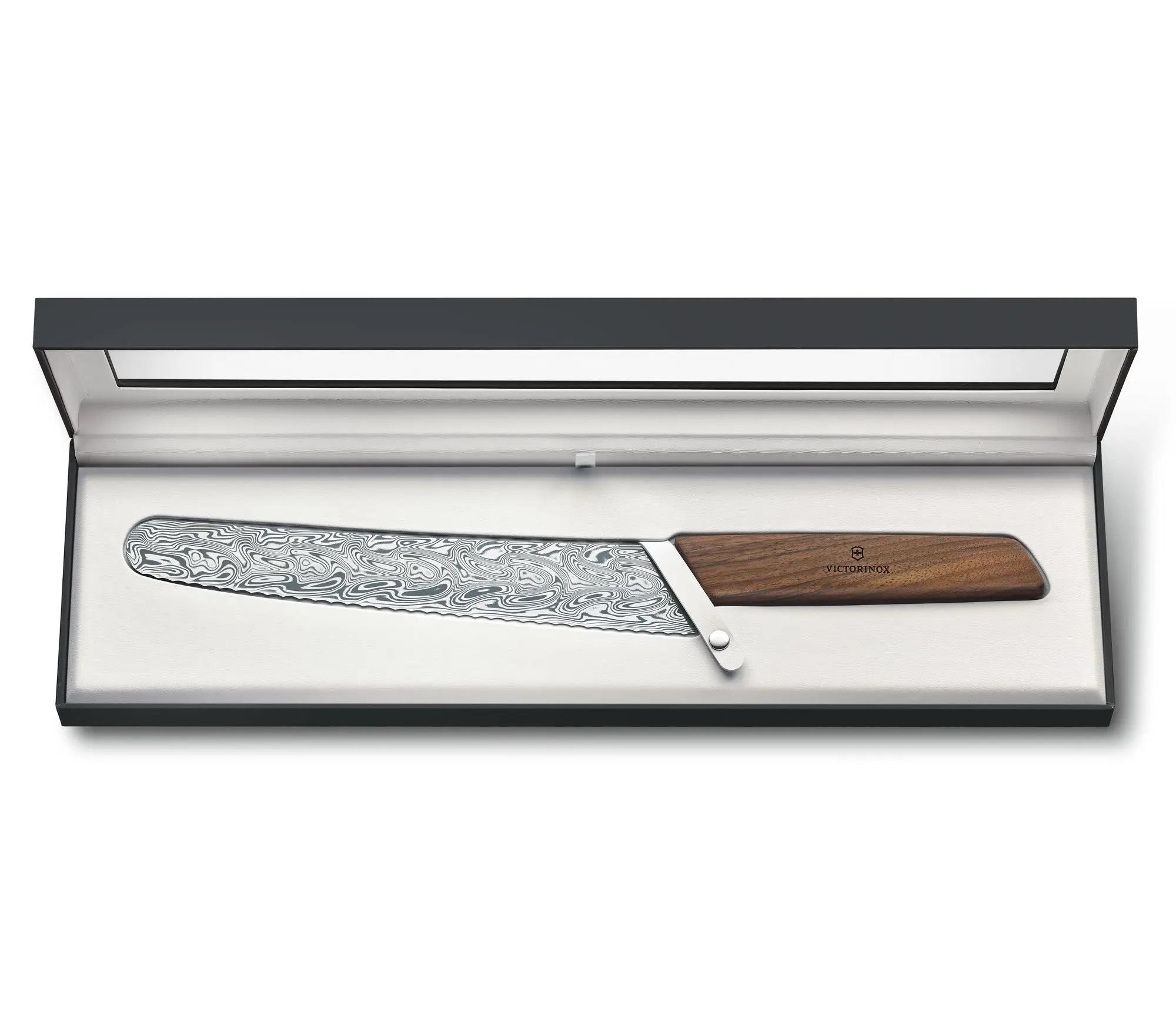 Кухонный коллекционный нож Victorinox Swiss Modern Bread and Pastry Damast Limited Edition 2021 (6.9070.22WJ21) дамасская сталь, лимитированное издание | Wenger-Victorinox.Ru