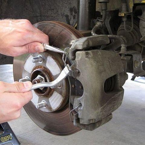 Замена тормозных колодок - дисковые тормоза