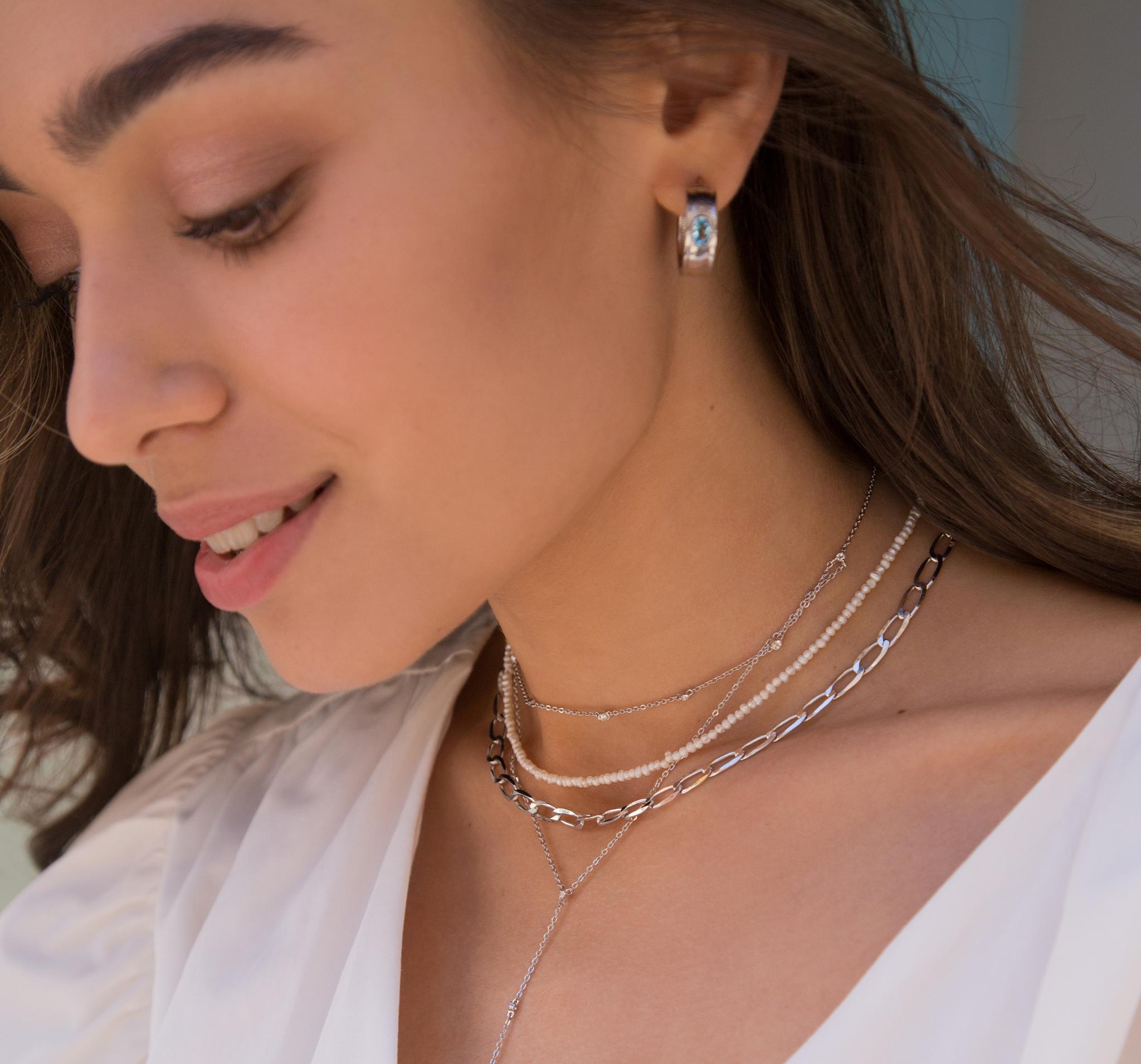 Стильная серебряная цепь на шею с плоским звеном