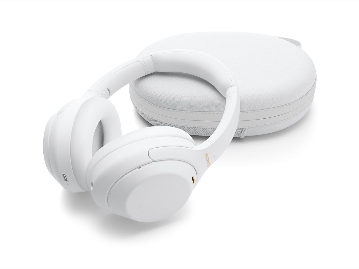 Наушники Sony WH-1000XM4W и чехол белого цвета