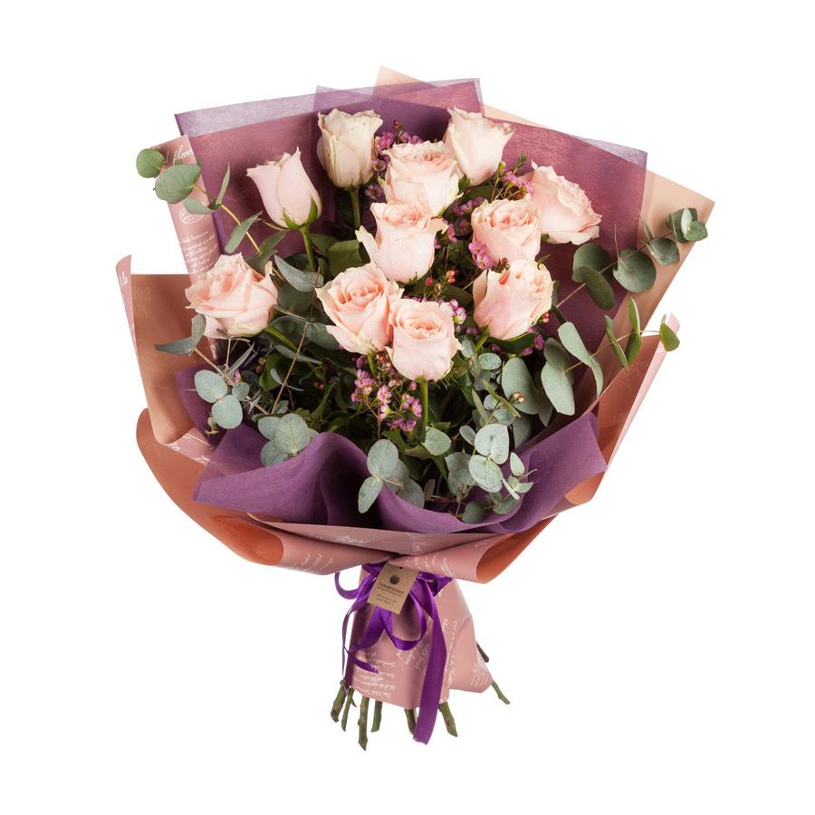 Букет из роз и эвкалипта
