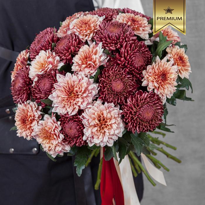 Купить шикарный вип букет красных розовых крупных хризантем в Перми