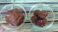 Шоколад с вяленой вишней, миндалем, фундуком и семечками подсолнечника, ручной работы 100 гр.