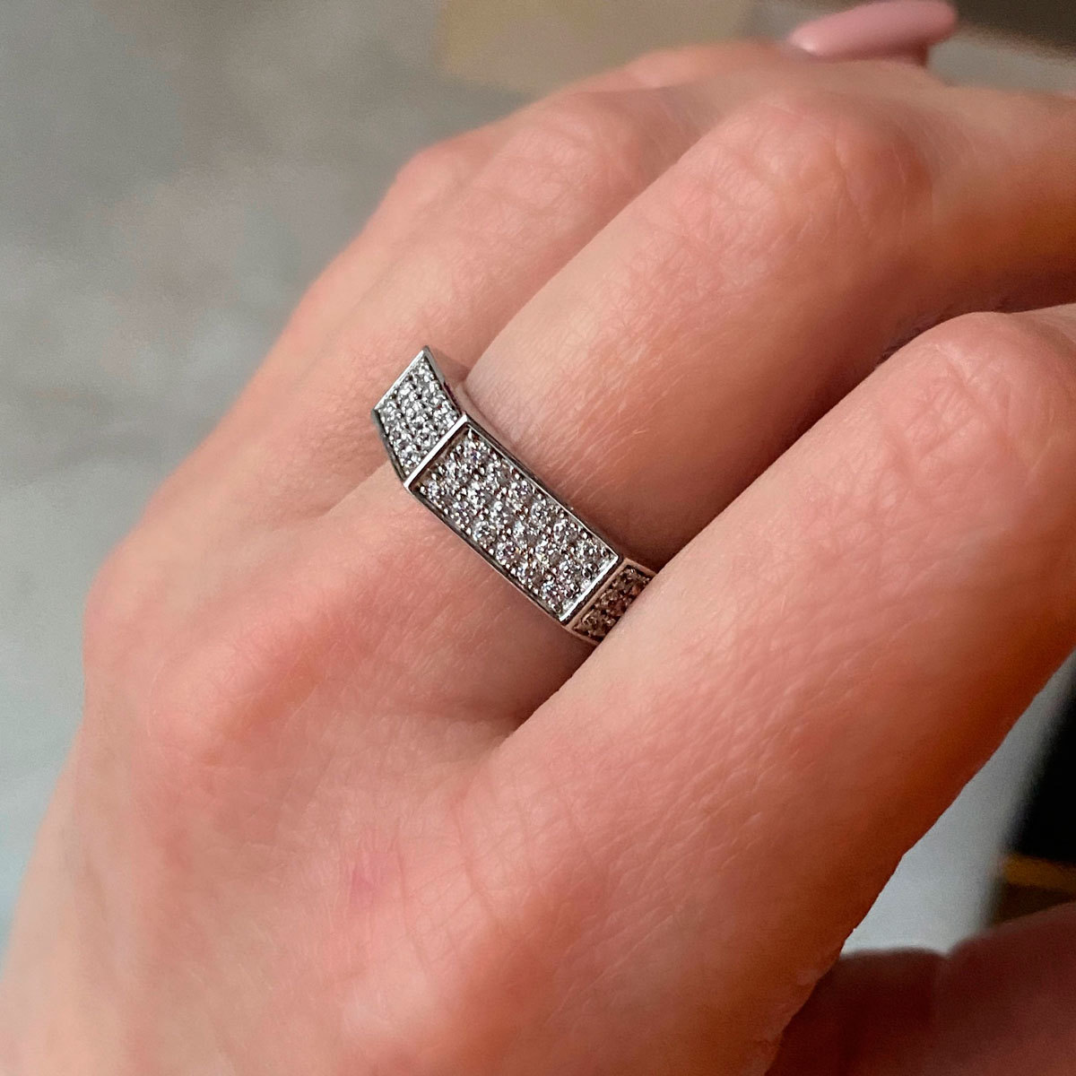 Кольцо шестигранное (цирконы, серебро 925)