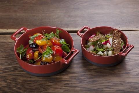 Круглое фарфоровое блюдо для запекания красное, артикул 635300, серия Eclipse