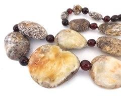 бусы из янтаря природной формы цвет перепёлка и вишня