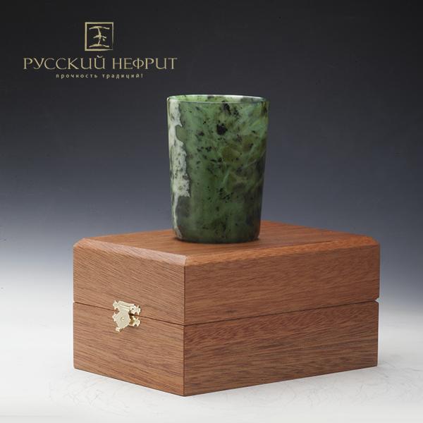 Посуда из нефрита Стакан из зелёного нефрита в подарочной упаковке. stakan2_logo.jpg