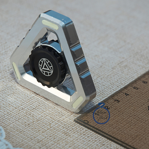 Спиннер из металла треугольной формы серебряного цвета 17001TR_silver