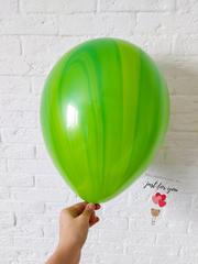 Зеленый мраморный шар
