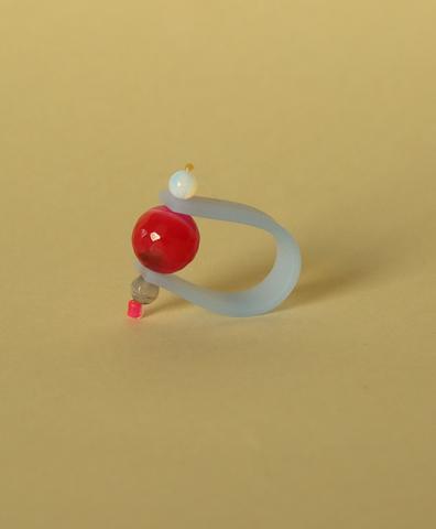 Кольцо на голубом ремешке Малиновое зазеркалье