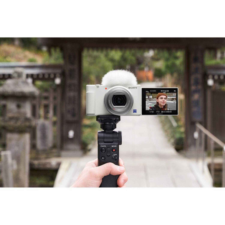 Камера Sony ZV-1 белого цвета с поворотным экраном
